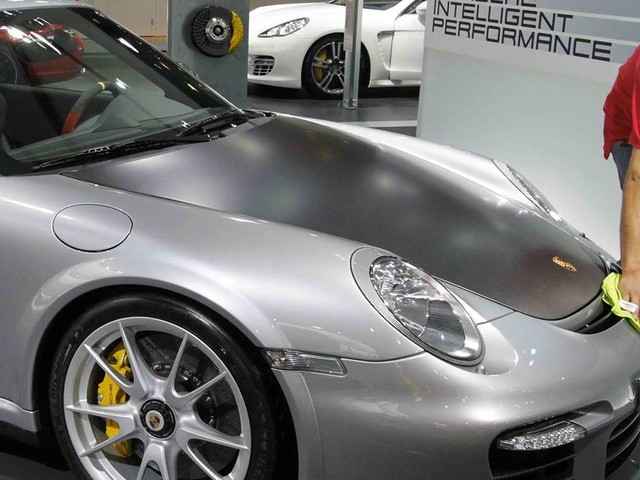 Schiff mit 2.000 Autos geht unter! Luxus-Sportwagen von Porsche versinken im Meer