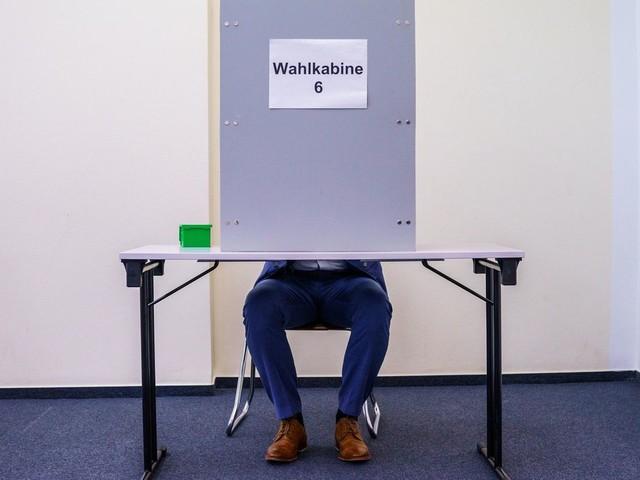 Selfies, Telefonate, Bilder malen : Was in der Wahlkabine erlaubt ist und was nicht