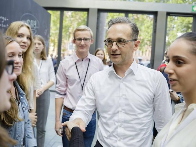 """""""Es ging unentschieden aus"""": Wie Maas Trumps Handschlag überlebte"""