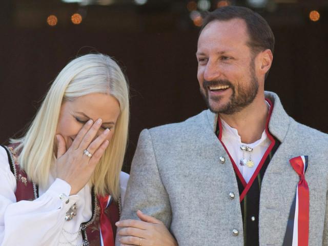 Kronprinz Haakon wird 46: Mette-Marit postet süßes Pärchenfoto zum Geburtstag