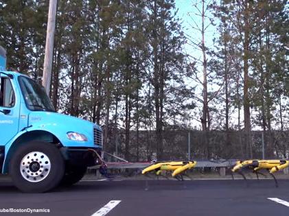 Boston Dynamics: SpotMini-Roboter ziehen Truck Roboter-Hunde schleppen Truck ab