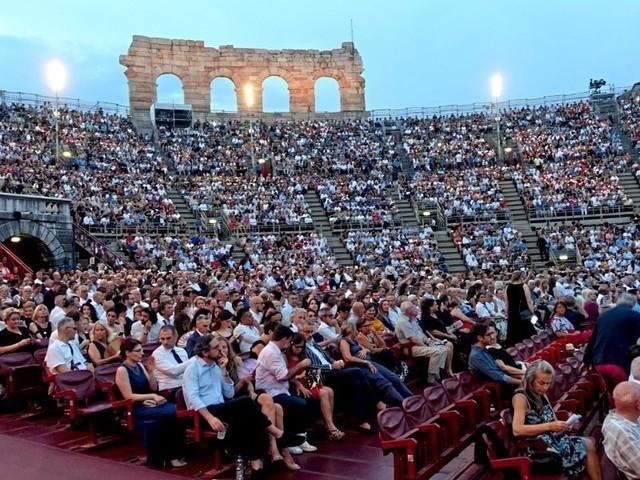 """Opernfestival in Verona trotz Corona – Muti dirigiert """"Aida"""""""