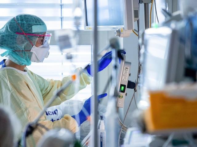 Corona: Robert Koch-Institut meldet Höchstzahl an Todesfällen