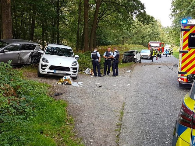 Drei Schwerverletzte bei Unfall in Troisdorf: 56-Jähriger fährt eigenen Sohn und Enkelkind an
