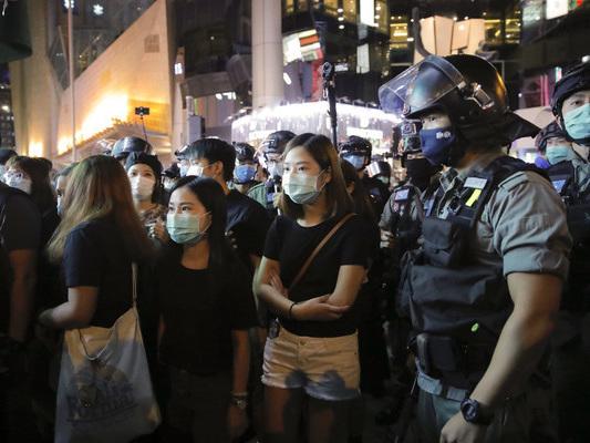 Twitter und Facebook geben vorerst keine Daten an die Justiz in Hongkong weiter.