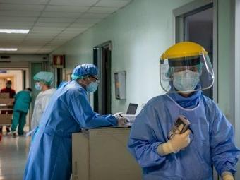 SARS-CoV-2: Durchbruchinfektionen im Gesundheitswesen vermutlich selten, aber leicht zu übersehen
