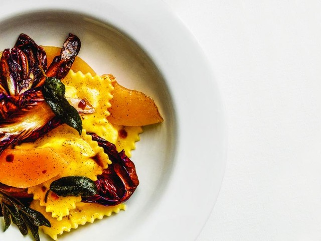 Rezept: Ravioli mit Ricotta-Nuss-Fülle, Quitte und Radicchio