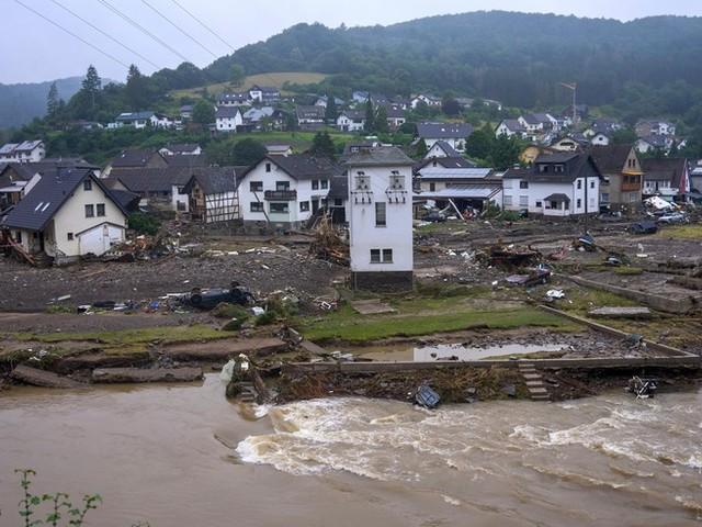 Unwetter-News: Rettungskräfte entdecken immer mehr Opfer in den Trümmern der Hochwasser-Katastrophe – Zahl der Toten durch Unwetter liegt nun bei 156