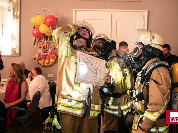 Feuerwehreinsatz: Duisburg: Großer Feuerwehreinsatz bei Karnevalssitzung
