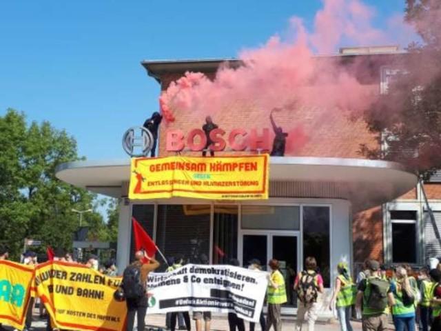 """IAA-Proteste eskalieren früh: """"Massiver Polizeieinsatz"""" - Aktivisten stürmen Gebäude und zünden Pyro"""