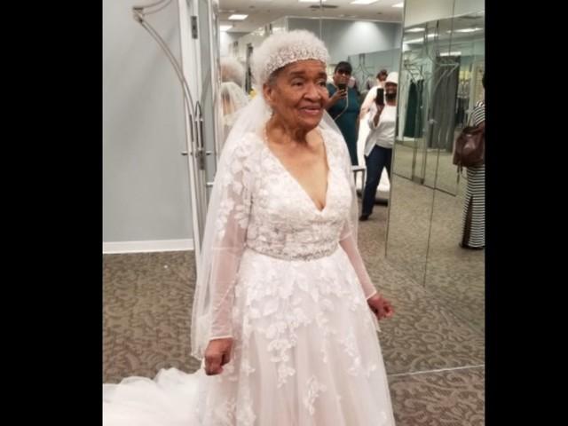 Rassentrennung: Als Jugendliche durfte sie kein Brautkleid tragen – mit 94 Jahren holt sie es nach