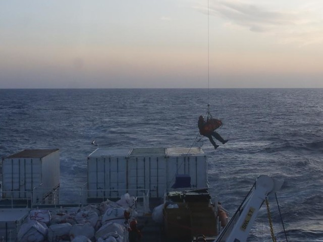 """Schwangere Migrantin von """"Ocean Viking"""" evakuiert"""