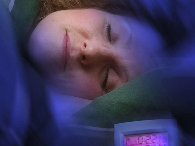 Frauen schlafen am besten, wenn jemand neben ihnen liegt - es ist nicht der Partner