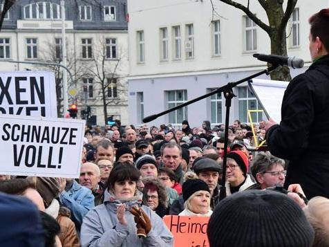 Hat eine Neonazi-Organisation die Proteste gesteuert?