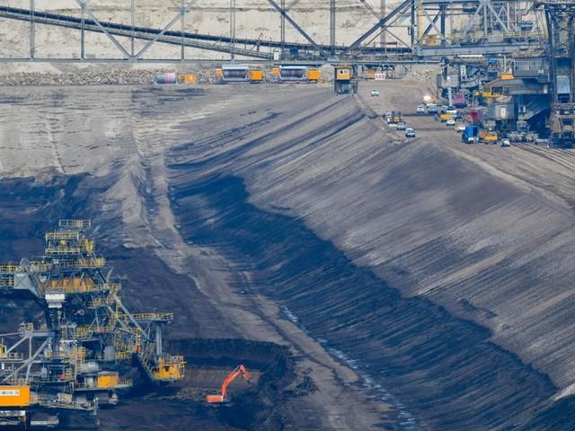Hunderte Klimaaktivisten dringen in Tagebaue ein