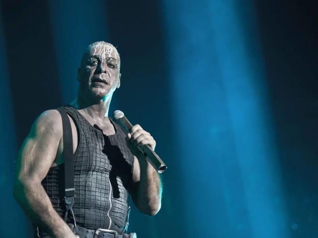 Til Lindemann: Verlag verteidigt Vergewaltigungs-Gedicht des Rammstein-Sängers