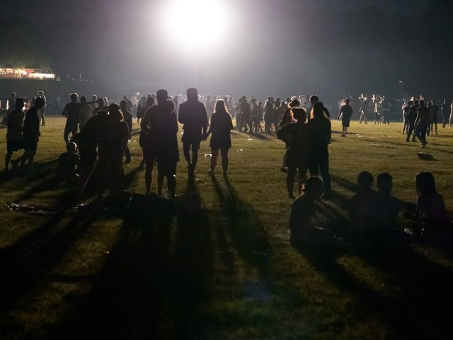 Verstöße gegen Corona-Regeln: Polizei räumt Party von 3000 Menschen im Hamburger Stadtpark