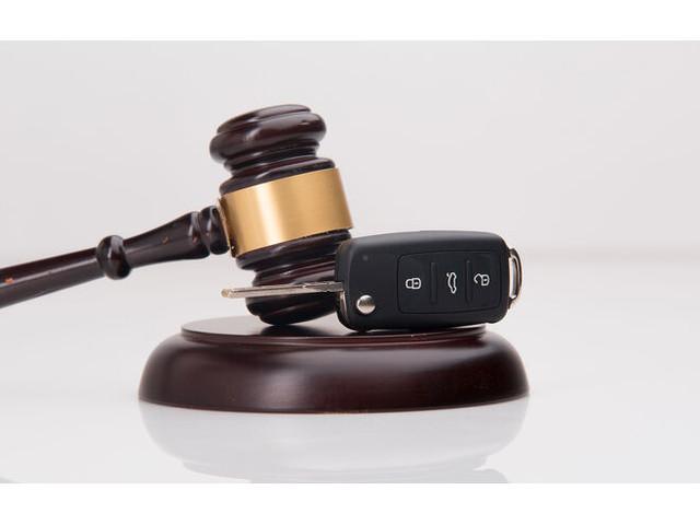 Gericht verurteilt Handy-am-Steuer-Nutzer: Fahrverbot auch nach mehreren leichten Verstößen