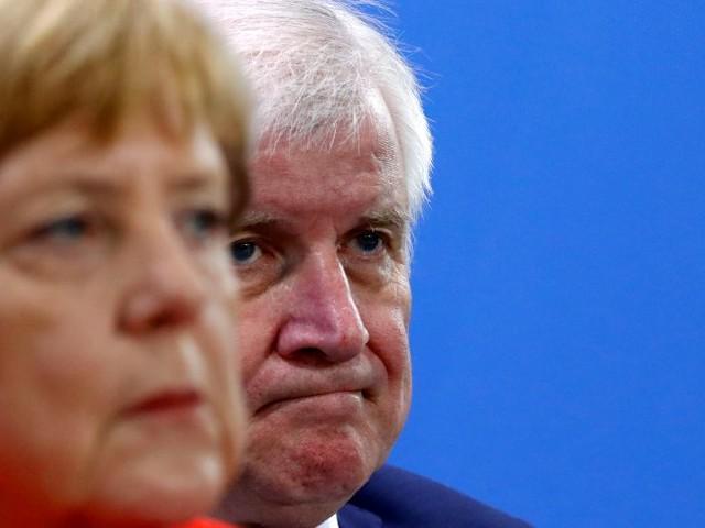 """Merkel über Seehofer: """"Er ist mein Innenminister"""""""
