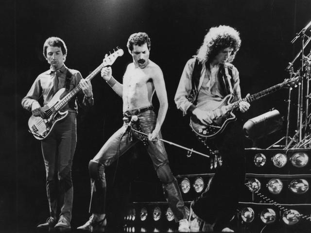 """Queen: Hört hier bisher unveröffentlichte Versionen von """"We Will Rock You"""" und """"We Are The Champions"""""""