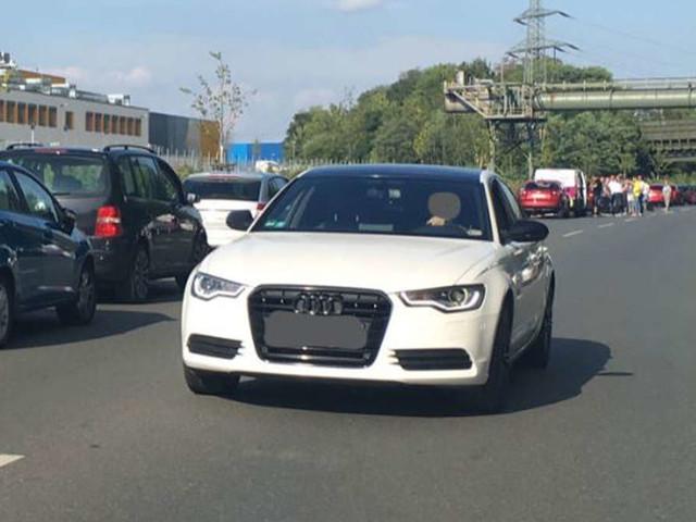 Geisterfahrer in der Rettungsgasse - unfassbare Erklärung eines Audi-Fahrers