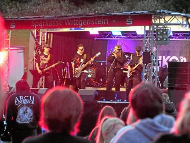 Diedenshausen feiert: Metall-Konzert zur Sportplatzeröffnung in Diedenshausen