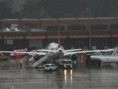 Flugzeug nach Turbulenzen mit mehreren Verletzten in Berlin-Tegel gelandet