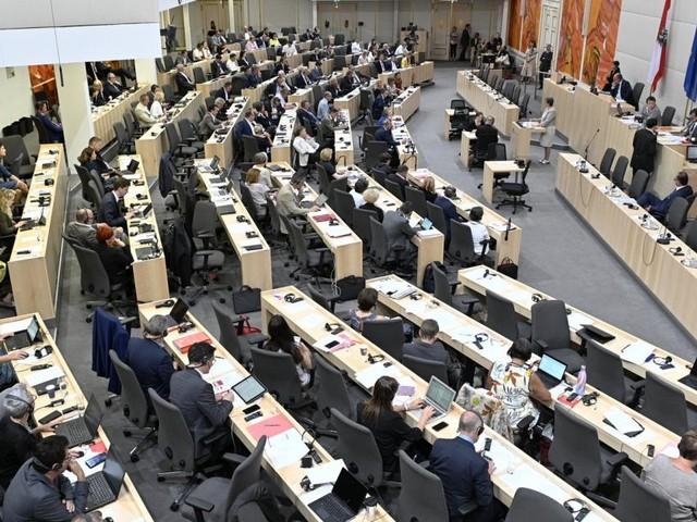 Plenarwoche: Wasser kommt in die Verfassung, Rauchverbot ab November