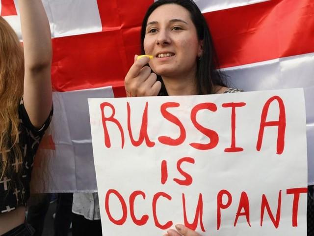 Nach Protesten: Russland untersagt Flüge nach Georgien