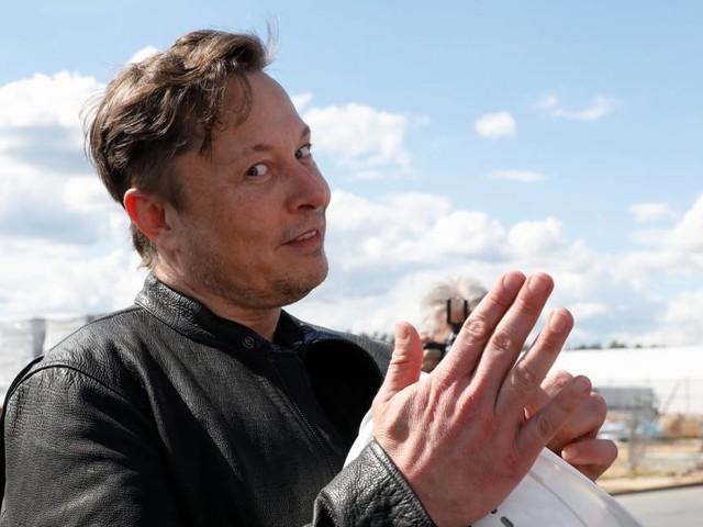 Elon Musk teilt gegen Apple aus