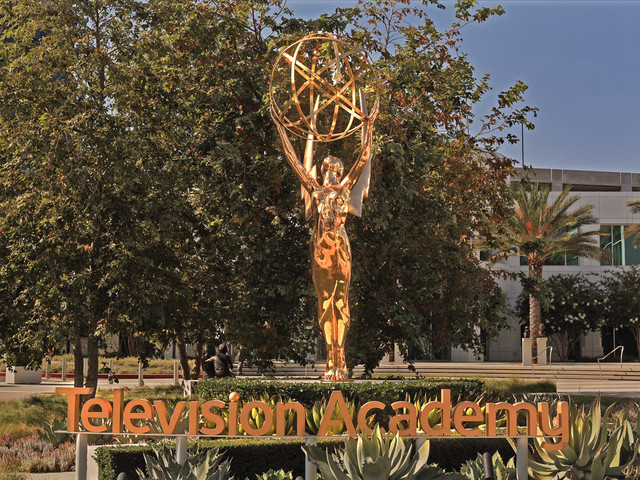 Emmy Awards 2021: 'The Crown' räumt ab