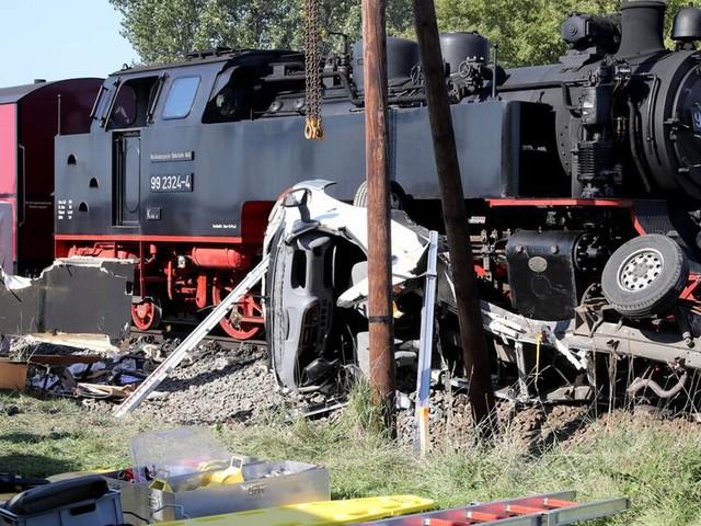 Dampflokbahn Molli kollidiert mit Wohnmobil - ein Toter