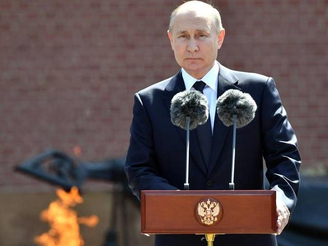 Schüsse und Bomben: Russland eröffnet Feuer als Warnung für britisches Schiff