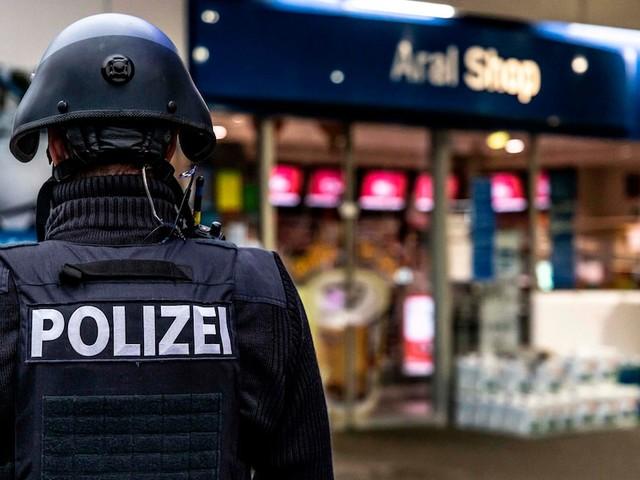 Motiv macht fassungslos - Mann tötet 20-jährigen Tankstellen-Kassierer - weil er keine Maske tragen wollte