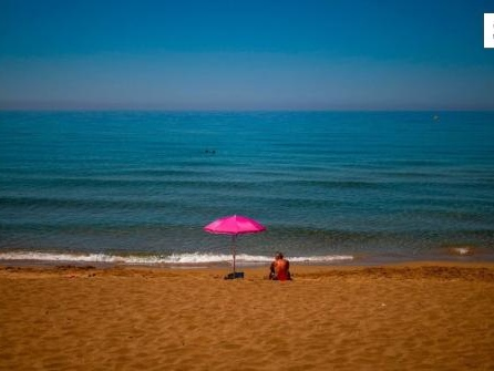 Wie sicher ist Urlaub im Ausland und welche Corona-Regeln gibt es?