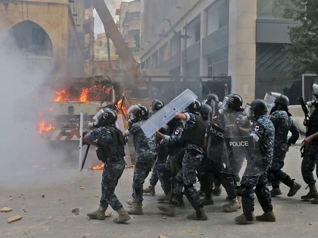 Nach Explosion: Tränengas bei Protesten gegen Regierung – zahlreiche Verletzte