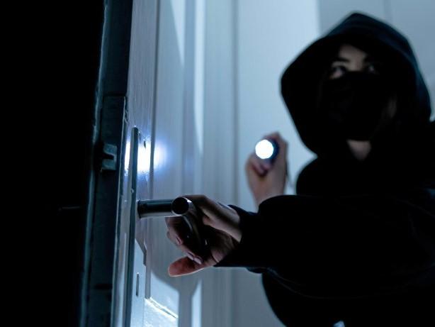 Einbruch: Einbrecher stehlen Schmuck aus einer Duisburger Wohnung