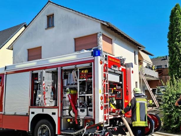 Feuerwehr: Gebäudebrand am Neheimer Schindellehm