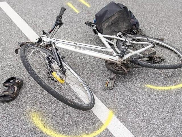 Trauriger Unfall in Berlin - Radfahrerin gerät unter Lastwagen - und stirbt noch am Unfallort