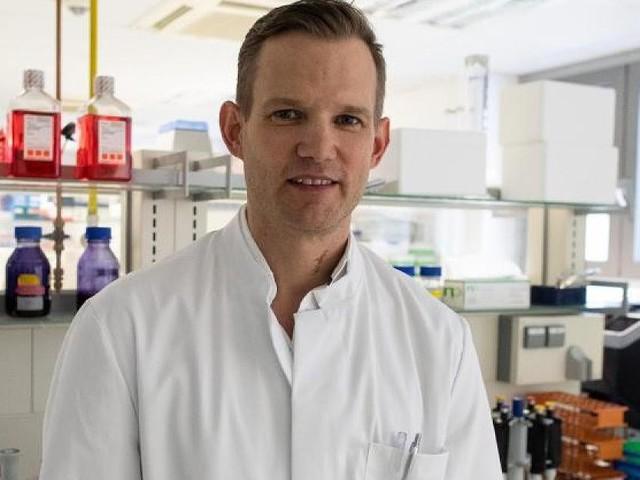 Corona-Experte - Kuschelfoto auf Instagram: Topvirologe Hendrik Streeck zeigt sich ganz privat