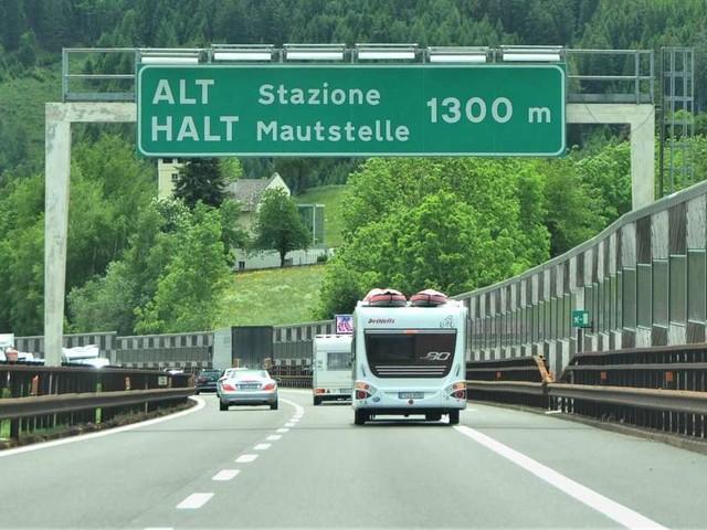 Geschwindigkeiten in Italien: Die Tempolimits für Pkw und Wohnwagen