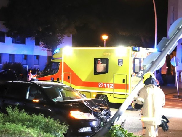 Unfälle: Zwei Menschen bei Autounfall in Pankow verletzt