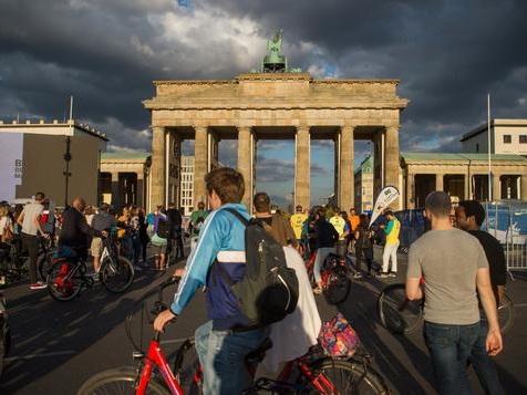 """Frank-Walter Steinmeier bei """"Deutschland spricht"""" live aus dem Radialsystem"""