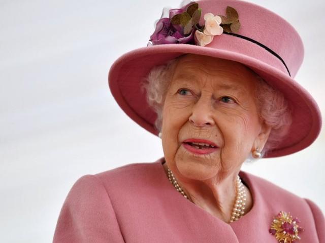 Verwitwet und gebeugt, aber ungebrochen: Die Queen wird 95