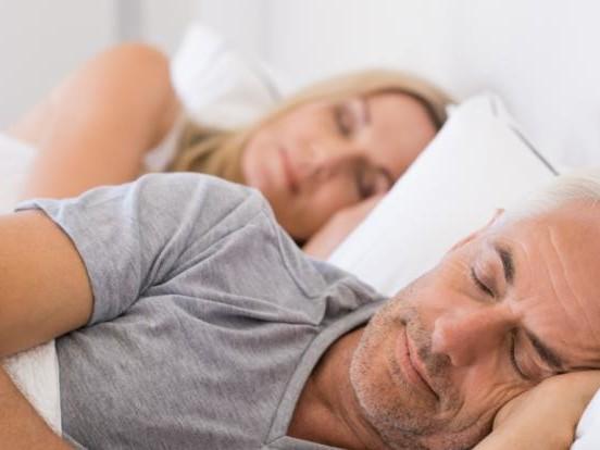 Schlafforschung aktuell: Studie enthüllt: Wer zu wenig schläft, hat höheres Demenz-Risiko