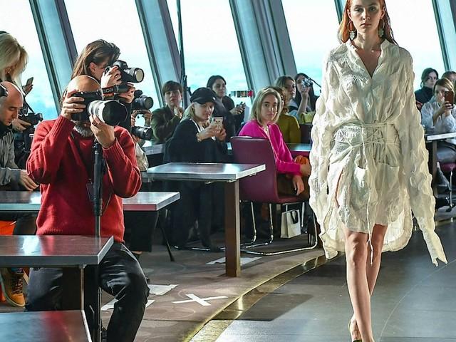 Modenschau im Fernsehturm - so war der erste Tag der Berlin Fashion Week