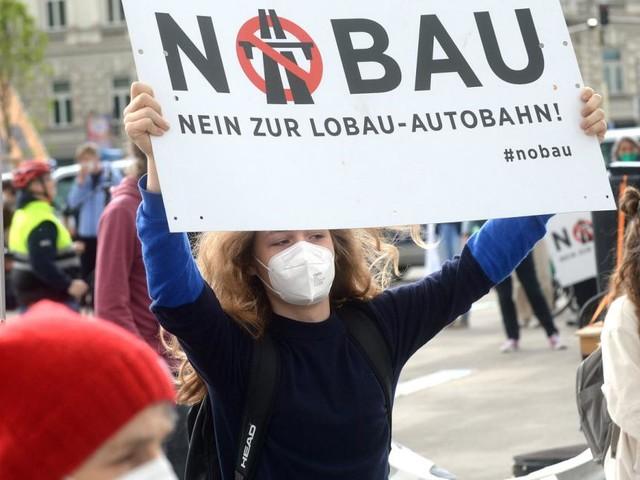 Demo gegen geplante Wiener Lobauautobahn