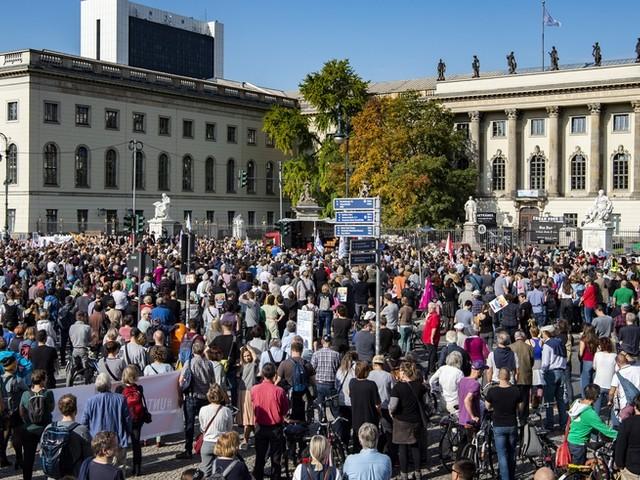 Nach Anschlag in Halle: Tausende bei Demo gegen Antisemitismus