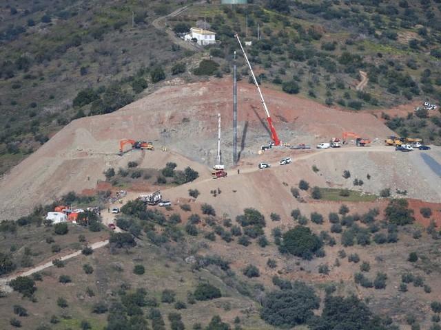 Vermisster Zweijähriger in Spanien: Rettungsschachtzu schmal - Arbeiten verzögern sich