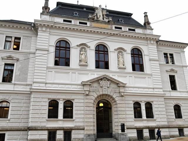 Schüler soll zwei Mädchen missbraucht haben: Prozess in Salzburg